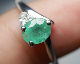 NATURAL EMERALD OVAL  SHAPE 92.5 STERLING RING ( 6.25 US )