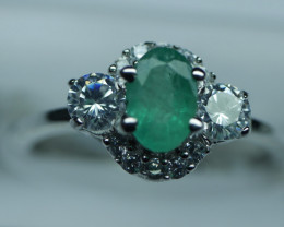 NATURAL EMERALD OVAL  SHAPE 92.5 STERLING RING ( 6.75 US )