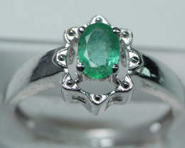 NATURAL EMERALD OVAL SHAPE 92.5 STERLING RING ( 7.25 US)