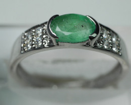 NATURAL  EMERALD OVAL SHAPE 92.5 STERLING RING ( 7.50 US )