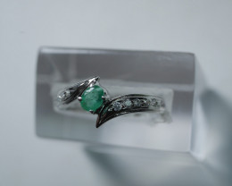 NATURAL EMERALD OVAL SHAPE 92.5 STERLING RING ( 5.75 US )