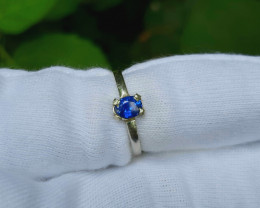 6.00 Carats royal blue sapphire 925 Silver Ring, 5x4x3mm.
