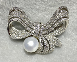 101 cts 925 Silver brooch an unique design