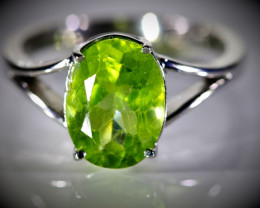 Peridot 3.02ct Solid 18K White Gold Ring