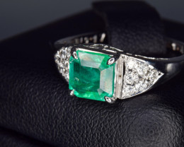 18k Natural Emerald and Diamonds Ring from Colombia