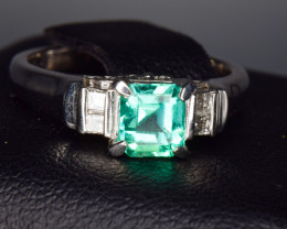 18k Gold Natural Emerald and diamonds from Colombia A flawless piece