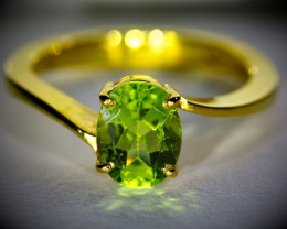 Peridot 2.05ct Solid 18K Yellow Gold Ring