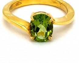Peridot 2.05ct Solid 18K Yellow Gold Ring
