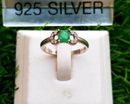 11.30ct Natural Emerald with CZ in 925 Silver Ring.