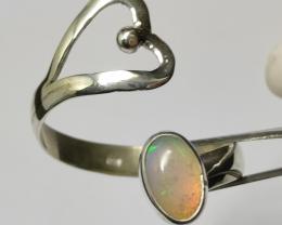 Anel em prata 950 detalhe vazado coração aberto com opalas sólida forma ova