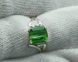 9.60 carats mint green tourmaline hand made 925 silver ring. Ring size 8.