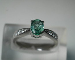 NATURAL EMERALD OVAL SHAPE 92.5 SOLID SILVER RING SIZE ( 6.75 US )