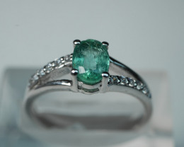 NATURAL EMERALD OVAL SHAPE 92.5 SOLID SILVER RING SIZE ( 7.75 US )
