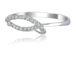 Stunning 14 k Solid White Gold Genuine Diamond Ring