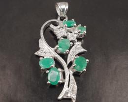 Fantastic Design Natural Emerald Pendant.
