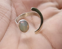 Anel em prata 950 meia lua com opala sólida -oval