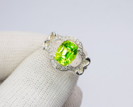 Natural Green Chrysolite (Peridot) CZ Ring 925 Sterling Silver