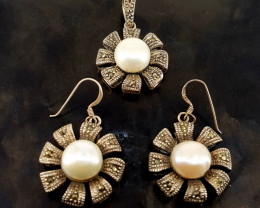 Antique Design  Natural Pearl Necklace and Earrings