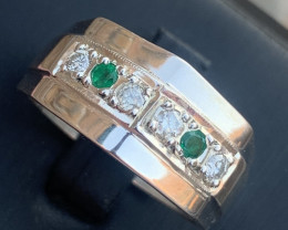 Natural Emerald and Diamonds Ring.