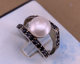 Natural Sapphire and Pearl Ring.
