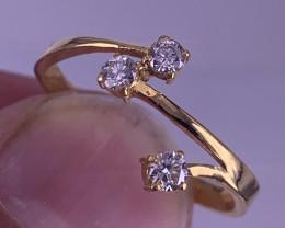 18k Gold Natural Diamonds  Ring.