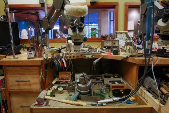 Buying A Jewelers Workbench Heres What You Need To Know