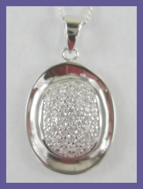 The photo shows the RHS top of pendant is off-skew. This is not so - beautiful piece.