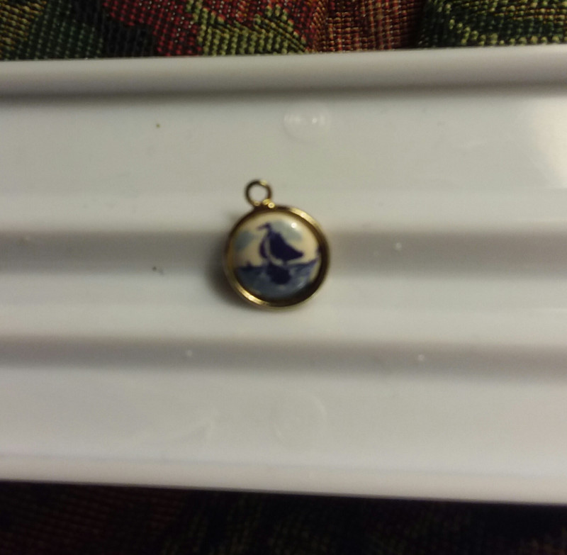 VINTAGE DELFT HOFFMAN SMALL SIZE ROUND PENDANT