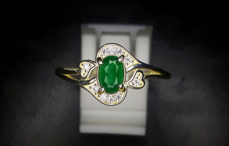 9.95 Crts Natural Emerald Ring In Rhodium Coated 92.5 Silver