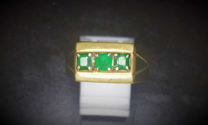 35.70 Crts Natural Emerald Ring In Rhodium Coated 92.5 Silver