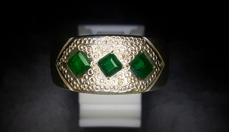 48.55 Crts Natural Emerald Ring In 92.5 Silver
