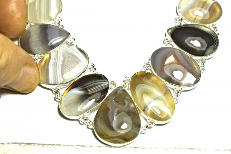 453.5 Tcw. African Agate, Sterling Silver Necklace - Gorgeous