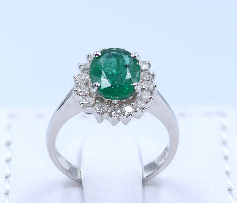 SPECTACULAR EMERALD & DIAMONDS IN 18K GOLD RING SIZE US 7