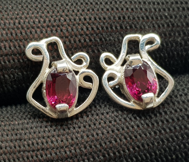 Natural Rhodolite Garnet 15.10 Carats 925 Hand Made Silver Earrings