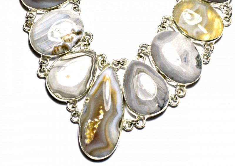447.0 Tcw. Sterling Silver, Agate Necklace - Superb