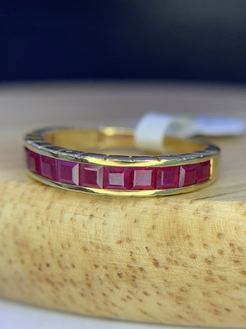 18K gold Natural Ruby Ring TCW 1.47.