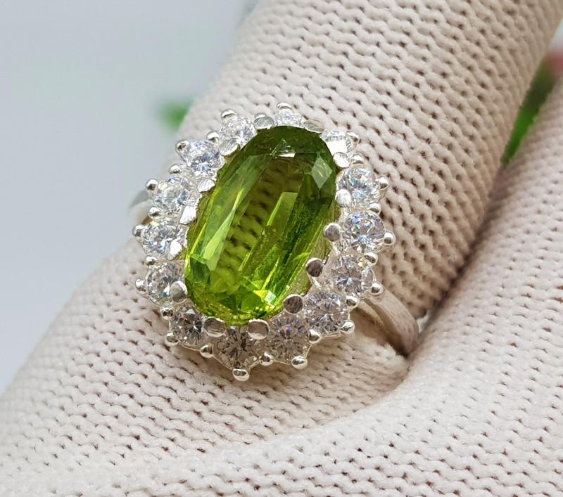 Natural Green Peridot 22.40 Carats 925 Silver Ring