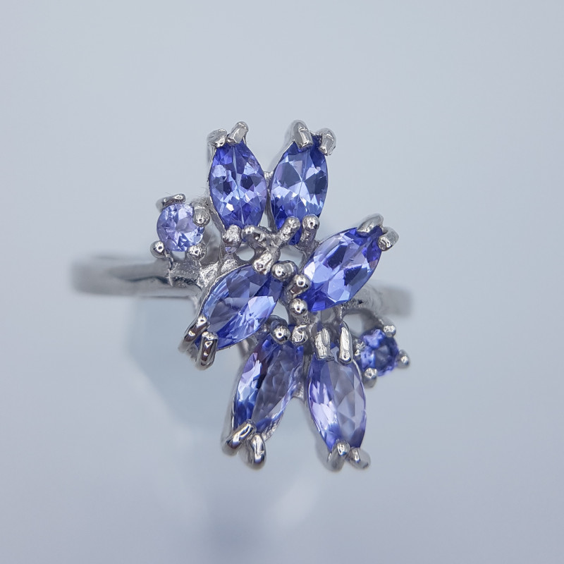 Natural Beautiful Tanzanite Ring
