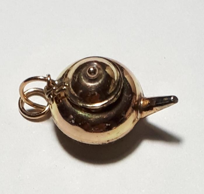 9K Gold Charm  Tea Pot  Code  1910014