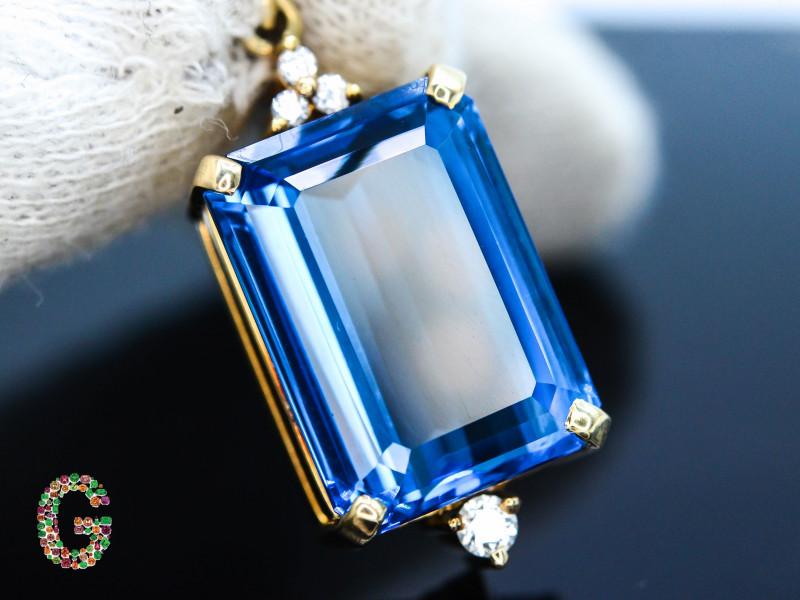 Presenting Exclusive London Blue Topaz & Diamond in 18 k Gold Pendent