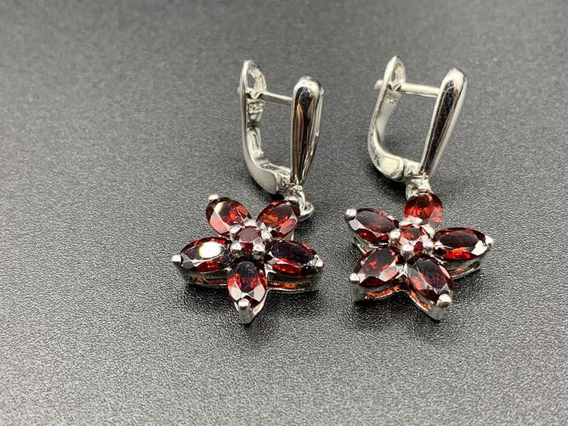 Natural Rhodolite Garnet 32.57 Cts Silver Earrings