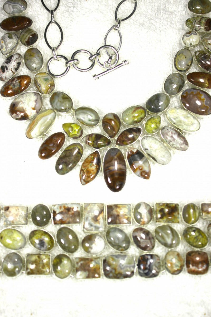 924.0 Tcw. Lace Agate 925 Sterling Silver Necklace and Bracelet - Gorgeous