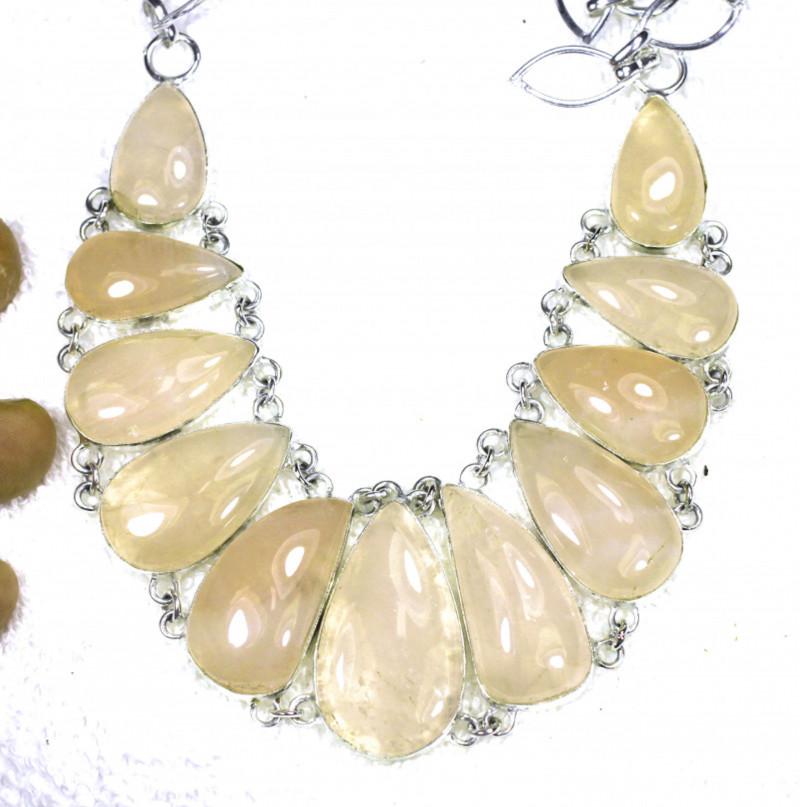 519.0 Tcw. Rose Quartz / Sterling Silver Necklace - Gorgeous