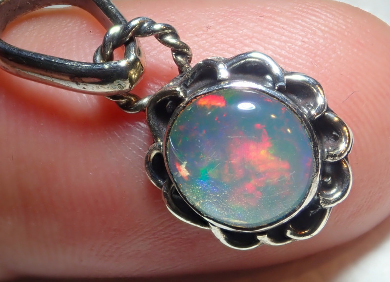 9.4ct Natural Ethiopian Welo Opal .925 Sterling Silver