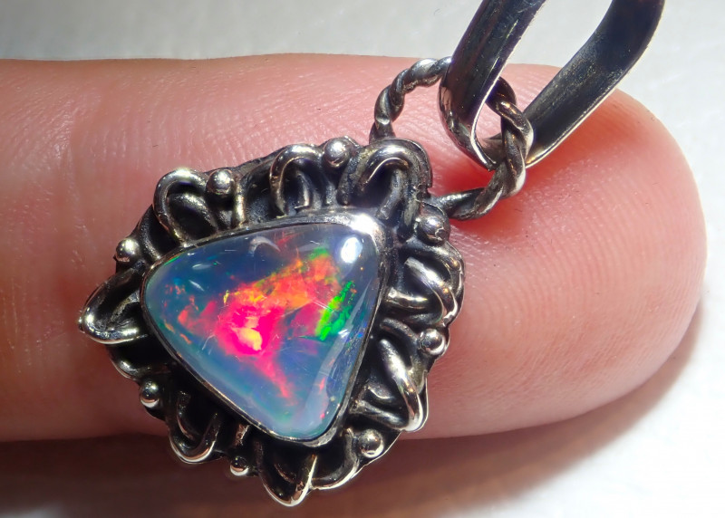 12.8ct Natural Ethiopian Welo Opal .925 Sterling Silver