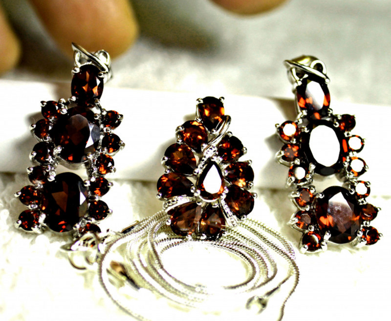 105.0 Tcw. Garnet Earrings, Pendant and Silver Chain - Gorgeous