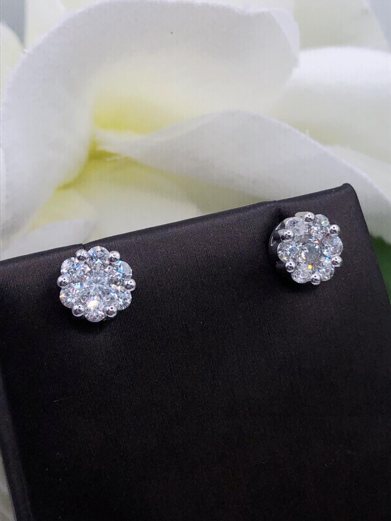 1.00 Cts white diamond Classic style cluster 9K gold Earring