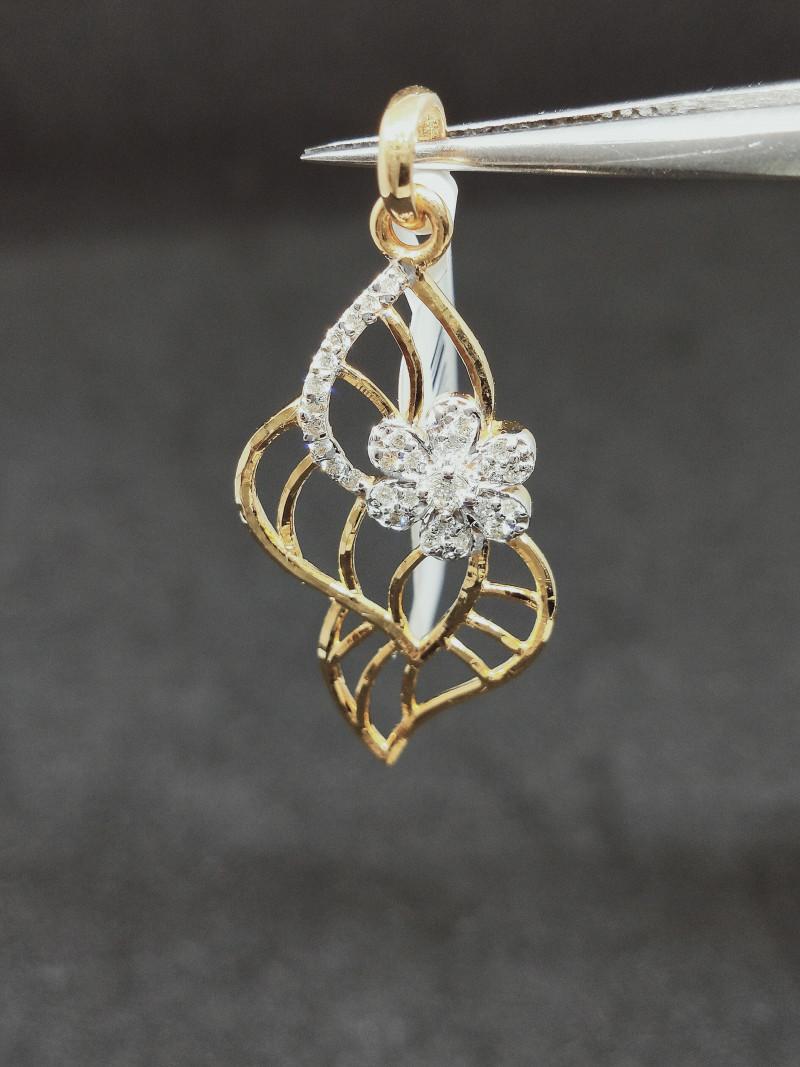 10.50 cts , Beautiful Design , Large Diamond Pendant