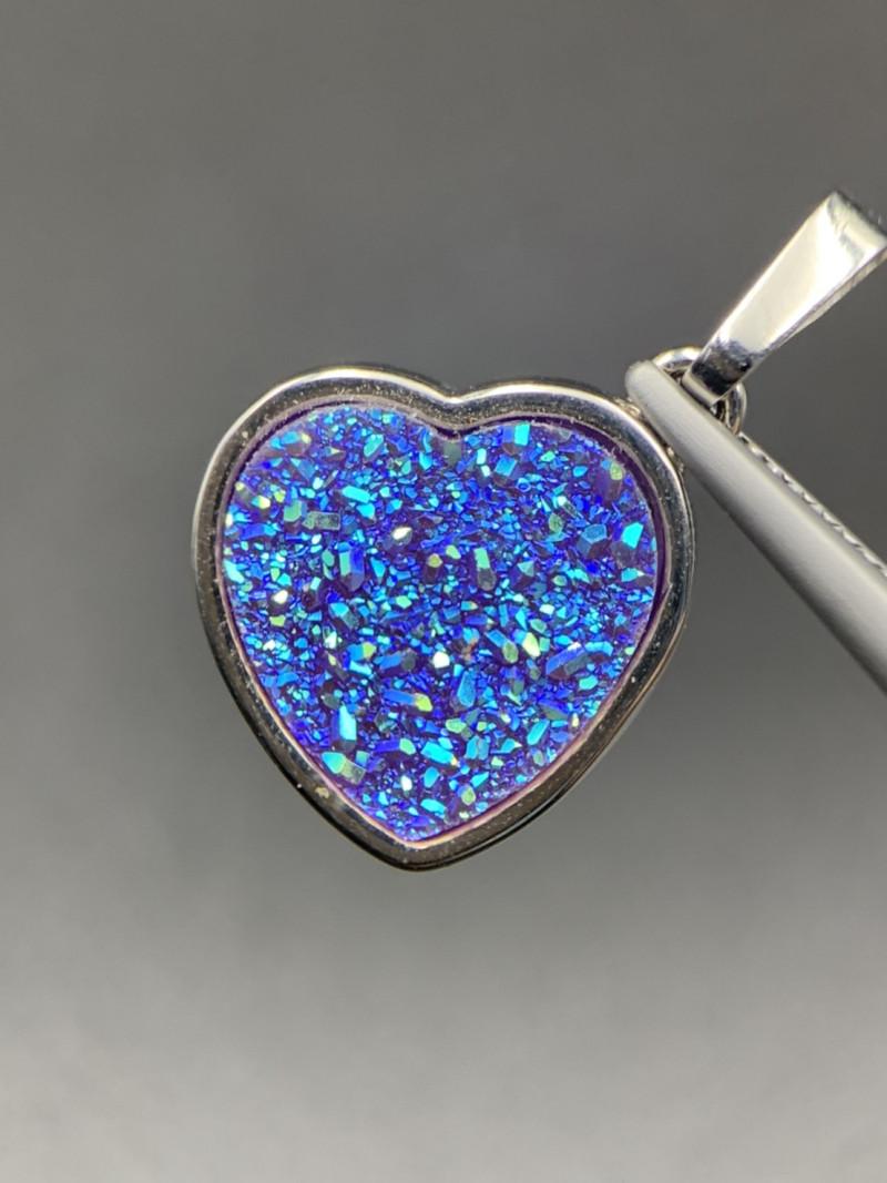 Beautiful Cute Heart Shape Druzy Aura Pendant. Ar-59399