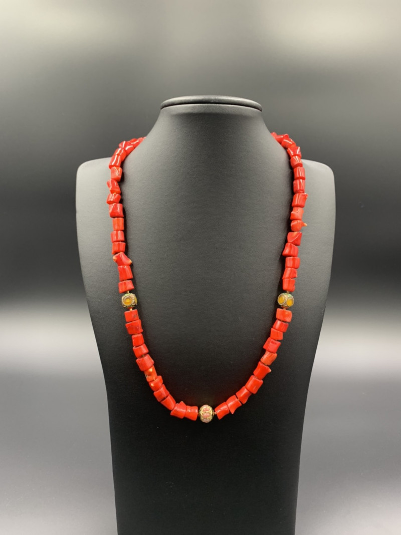 Beautiful Red Coral With Indian Beads Necklace. Cor-35